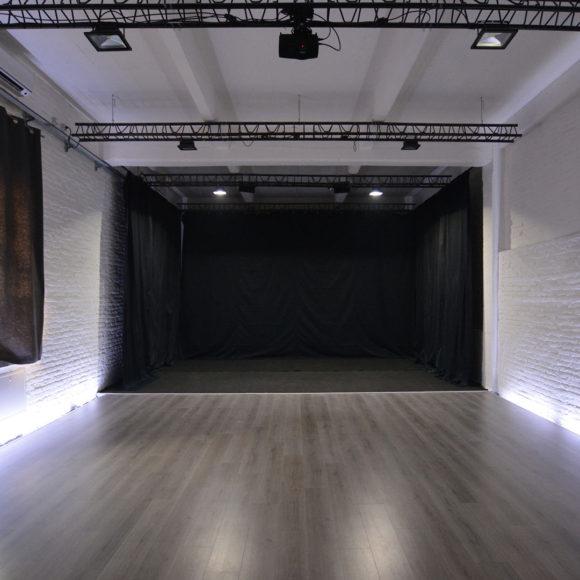 Arca Studios docks dora studio b coworking ufficio industriale torino teatro workshop corsi sala cinema limbo fotografia gabriella di muro moda teatro di posa noleggio open house