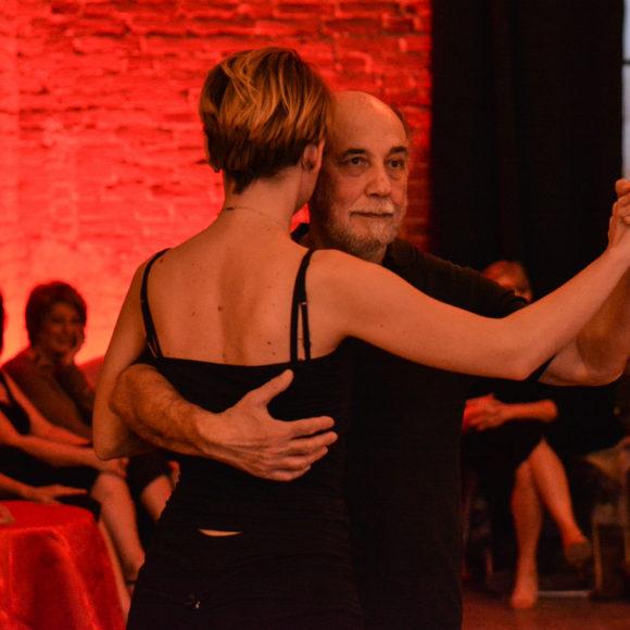 milonga tango arca studios torino docks dora ballo danza buenos aires argentina coppia abbraccio passi evento festa tacchi scarpe d